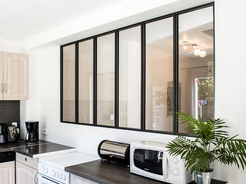 espace verri re verri re d 39 atelier cuisine int rieur sur mesure. Black Bedroom Furniture Sets. Home Design Ideas
